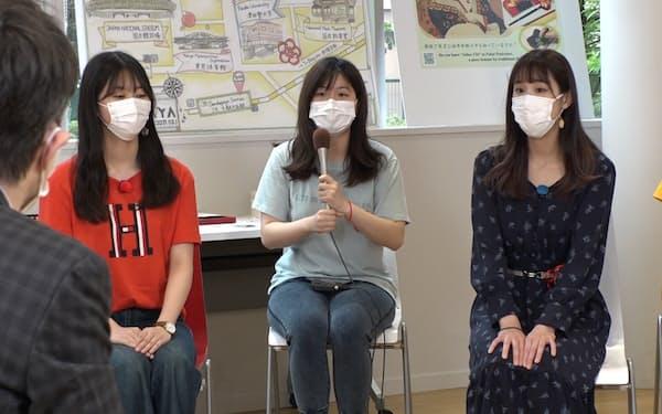 パックン㊧は津田塾大生に梅五輪プロジェクトの歩みを聞いた(東京都渋谷区)=BSテレビ東京提供
