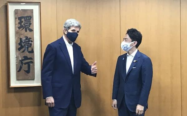 ケリー氏と小泉氏は31日、都内の環境省で会談した
