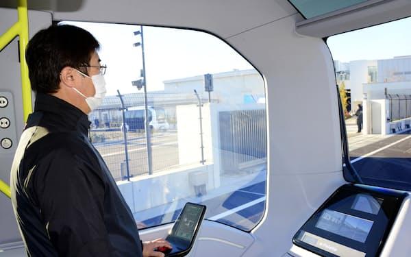 自動運転で走るEV「イーパレット」の車内(東京都大田区)