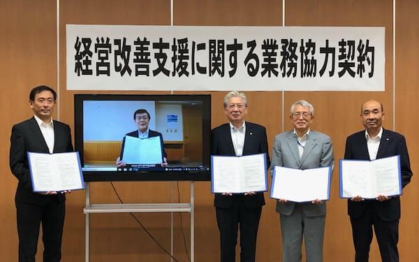 宮城県内の3信組と商工中金は業務協力契約を結んだ(8月30日、宮城県石巻市)