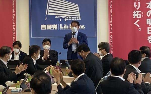 自民党新型コロナウイルス感染症対策本部など合同会議であいさつする下村博文政調会長(31日、党本部)