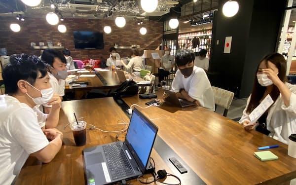 山田氏と藤田氏は岡山市などと起業家育成に取り組んでいる(8月14日の高校・大学生向けイベント)