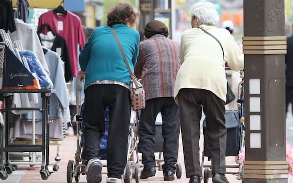 高齢化で社会保障給付費は右肩上がりが続く