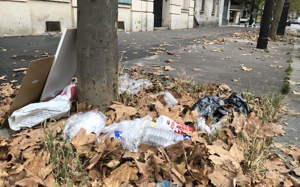 パリではポイ捨ての苦情が多い(パリ西部16区)