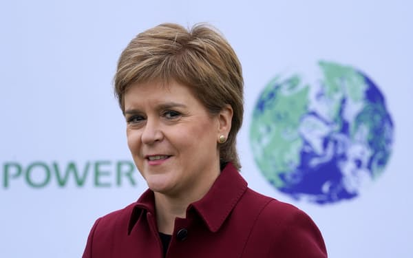 スタージョン氏率いるスコットランド民族党(SNP)は緑の党との閣外協力で、スコットランド議会の過半数を握った=ロイター