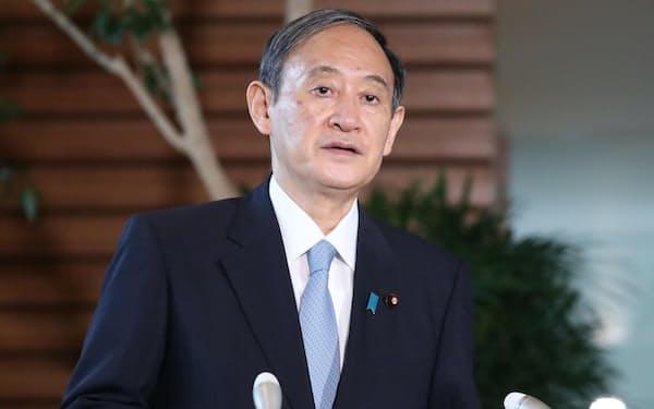 解散、総裁選の日程について報道陣の質問に答える菅首相(1日午前、首相官邸)