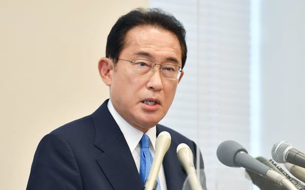 記者会見で自民党総裁選への出馬を表明する岸田文雄前政調会長(8月26日、国会内)
