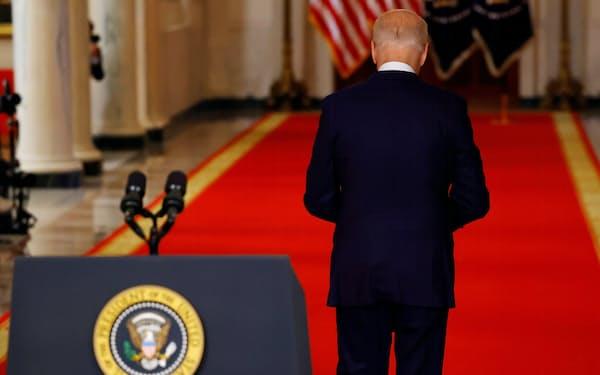 8月31日、ホワイトハウスで演説を終えたバイデン米大統領=ロイター