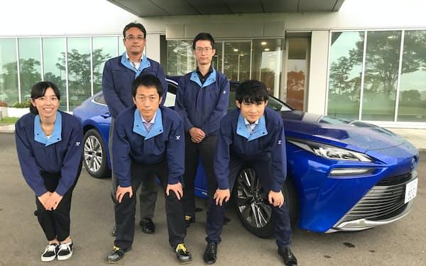 開発を担当したメンバー。後列左から光田さん、渡辺さん、前列左から竹内さん、伊藤さん、高瀬さん