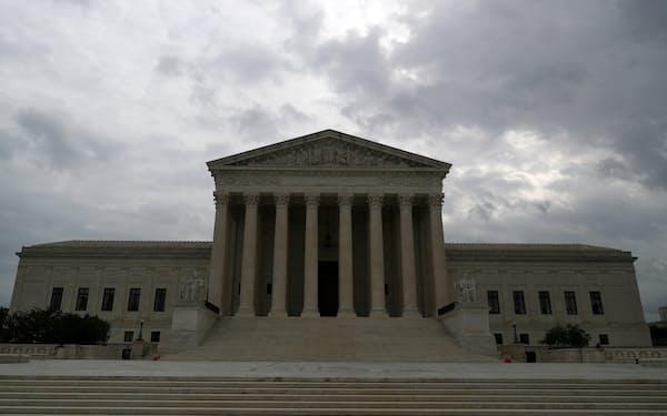 米連邦最高裁は10月から中絶制限法の合憲性を巡る審理を開始する=ロイター