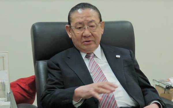 やまさき・たく 早大商卒。福岡県議。防衛庁長官、建設相、自民党幹事長などを歴任。2012年に引退、衆院当選12回。福岡県出身、84歳。