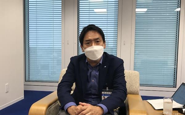 インタビューに答える山中市長(横浜市)