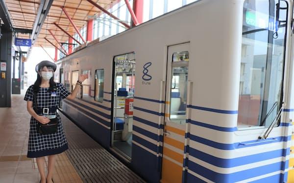 福井駅を起点に勝山永平寺線と三国芦原線を持つ。日中はアテンダントが乗務(福井市)