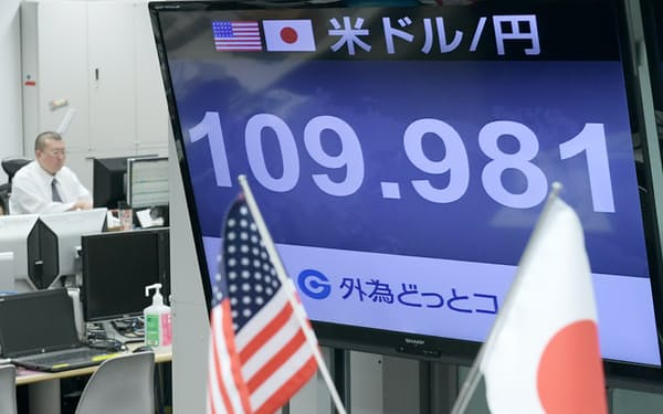1ドル=109円台で取引される外為市場(24日午後、東京都港区)