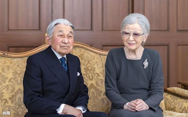 上皇さまと上皇后さま(2020年12月、東京都港区の仙洞仮御所)=宮内庁提供
