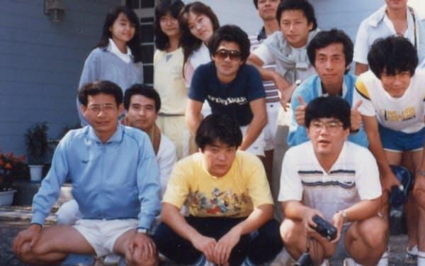 量産に向け苦労していたころ(1987年のテニス合宿。最前列左端が筆者)