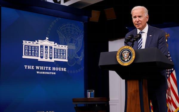 ハリケーン被害への連邦政府の対応について演説するバイデン米大統領=ロイター