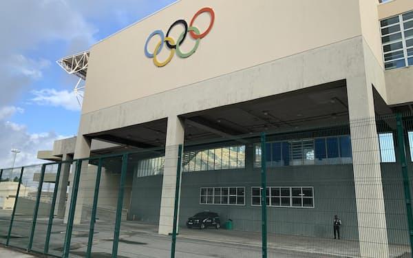 リオの五輪会場はフェンスで囲まれ近づけない(8月)