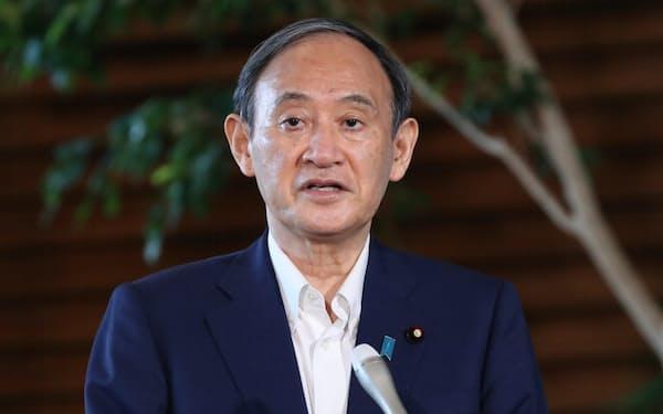 自民党総裁選への出馬見送りの意向を明らかにする菅首相(3日、首相官邸)