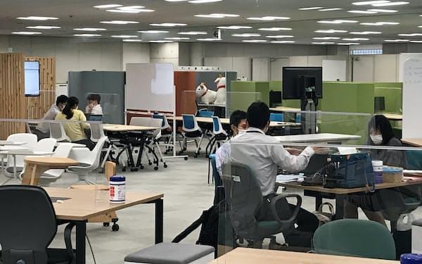 東京都デジタルサービス局には庁内のデジタル化を技術支援する専門部隊がある(都庁の同局フロア)