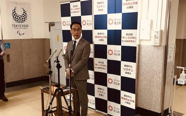 報道陣の質問に答える埼玉県の大野元裕知事(3日、埼玉県庁)