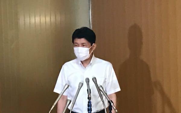 菅首相の退陣を残念がる群馬県の山本知事(3日、前橋市)