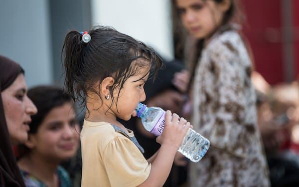 アフガンは市民の3人に1人が飢えに苦しんでいる=ロイター