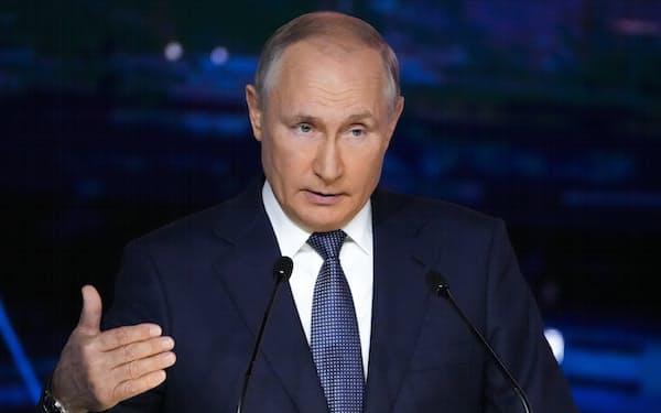 3日、東方経済フォーラムで演説するロシアのプーチン大統領=AP