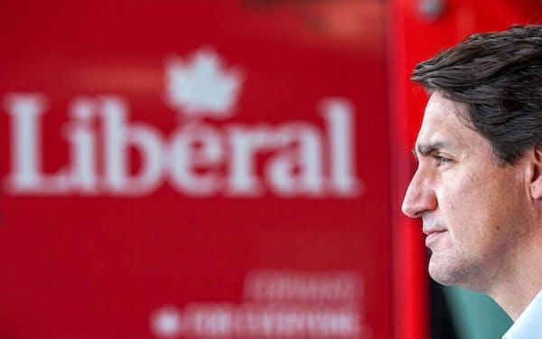 カナダのトルドー首相はコロナ禍での総選挙やアフガンからの退避作戦で有権者の厳しい視線にさらされている=ロイター