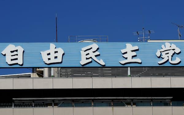 昨年の自民党総裁選では「勝ち馬は菅氏だ」とみて、無派閥の菅氏に大派閥が乗って首相の誕生につながった