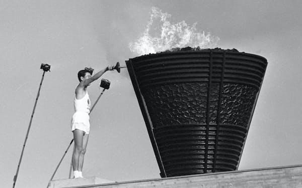 東京五輪開会式(1964(昭和39)年10月10日、国立競技場)=共同