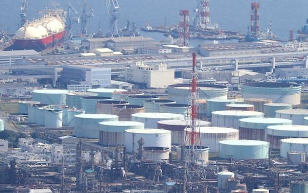 脱炭素で製油所再編が加速も(ENEOSの根岸製油所)