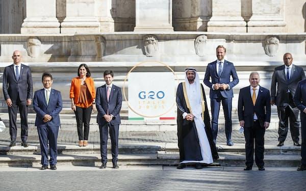 G20会合に集まった各国の保健相(5日、ローマ)=AP