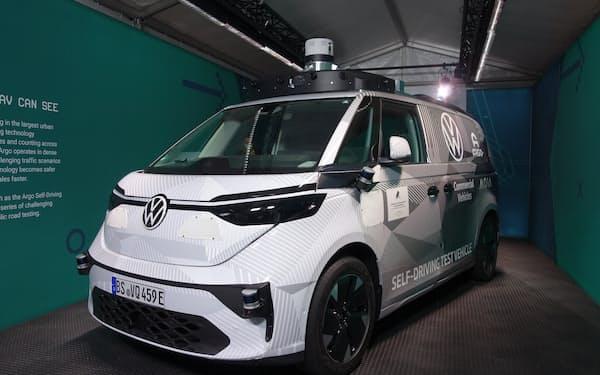 VWがアルゴAIと開発中の自動運転車(5日、ミュンヘン)