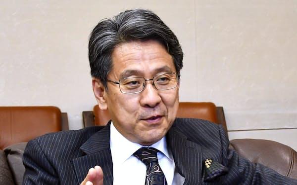 インタビューに答える国際協力銀の前田総裁
