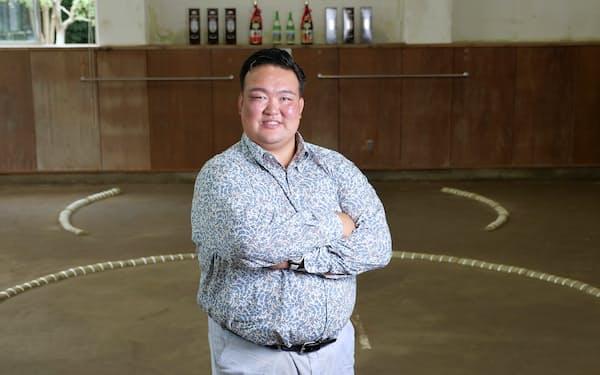 あらいそ・ゆたか 1986年茨城県出身。2002年初土俵、04年17歳9カ月と史上2番目の若さで十両昇進。17年第72代横綱に。19年引退、年寄荒磯を襲名。幕内優勝2回、敢闘賞3回、殊勲賞5回、技能賞1回。21年早稲田大学大学院スポーツ科学研究科で修士課程修了。