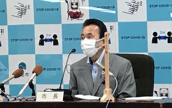 補正予算案を発表する浜松市の鈴木康友市長