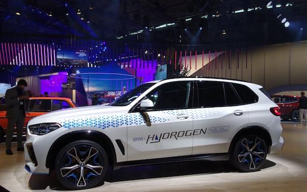BMWが22年から小規模生産する燃料電池車「iX5ハイドロジェン」(6日、ミュンヘン国際自動車ショー)