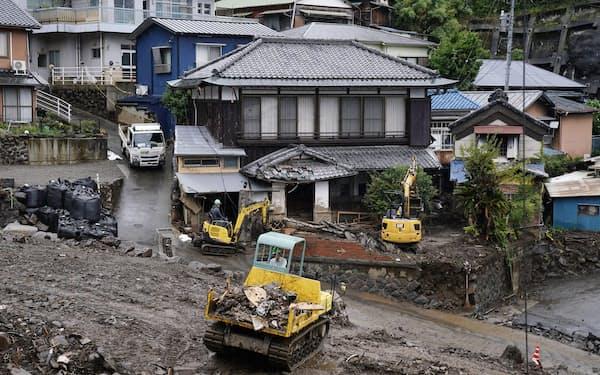土石流で大きな被害を受けた静岡県熱海市(3日午後=共同)