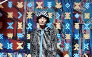 FACE A-Jのランウエーショー(3日、東京・渋谷)
