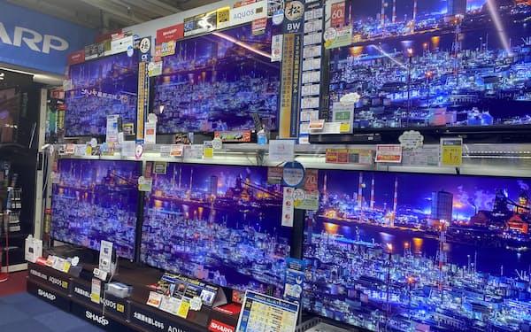 巣ごもり需要の一巡で世界的にテレビ販売が落ち込んでいる(都内の家電量販店)