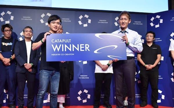 平井瑛代表(前列㊧)は「エスティの基盤を次の100年の産業インフラにしたい」と語った