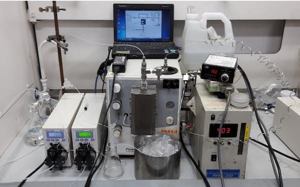 小型装置でも簡単に医薬品を合成できる=小林修東京大学教授提供