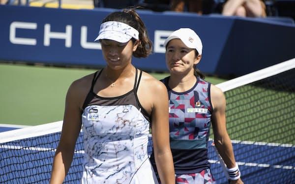 女子ダブルス3回戦で敗れた青山(右)、柴原組=共同