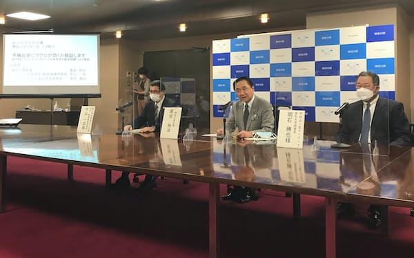 神奈川県の黒岩祐治知事㊥らが共同記者会見で研究の概要を発表した(7日、県庁)