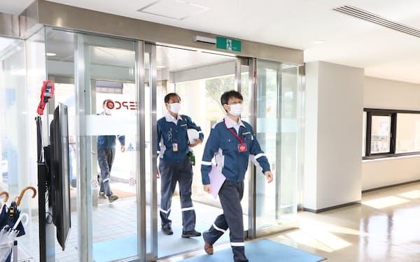 規制委の伴信彦委員は7日、東京電力柏崎刈羽原発を現地調査した=原子力規制庁提供