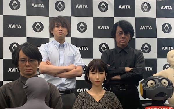 新会社の社長に就任した石黒教授(上段右)。下段に並ぶのは石黒教授が開発してきたロボット