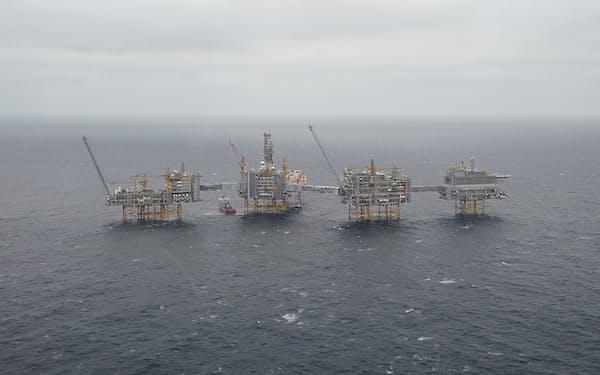 ノルウェーは西欧最大の産油国だ(北海に位置する油田)=ロイター
