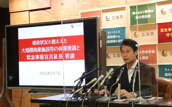 記者会見する広島県の湯崎知事(7日、広島県庁)