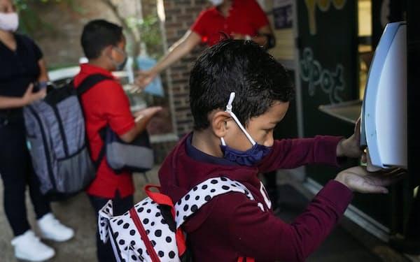 米国では各地で学校の再開が始まった(8月、テキサス州ヒューストン)=ロイター